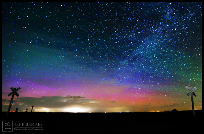berkes-milky-way-meteor-northern-lights